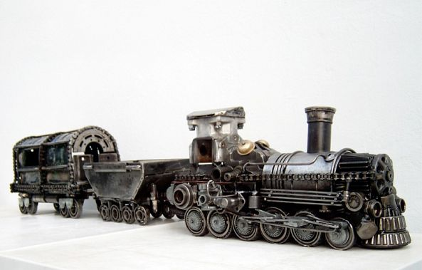 Metal art train sculpture-Dendrinos gIANNIS